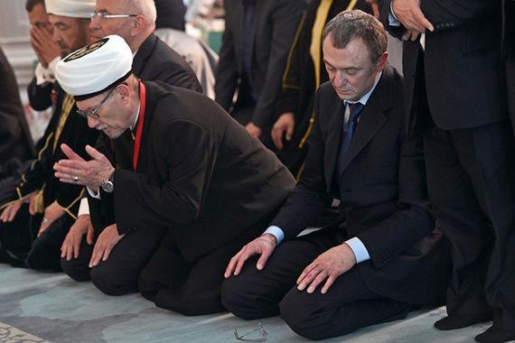 Керимов был одним из крупнейших спонсоров строительства  Московской  соборной мечети. Фото с церемонии открытия мечети  23 сентября 2015 г.