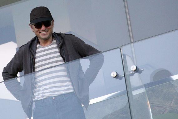 В январе 2011 г. Керимов купил 100% футбольного клуба «Анжи» и пообещал сделать его чемпионом России по футболу