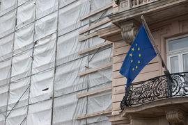 Страны, серьезно пострадавшие от долгового кризиса, такие как Ирландия и Испания, значительно сократили инвестиции в инфраструктуру
