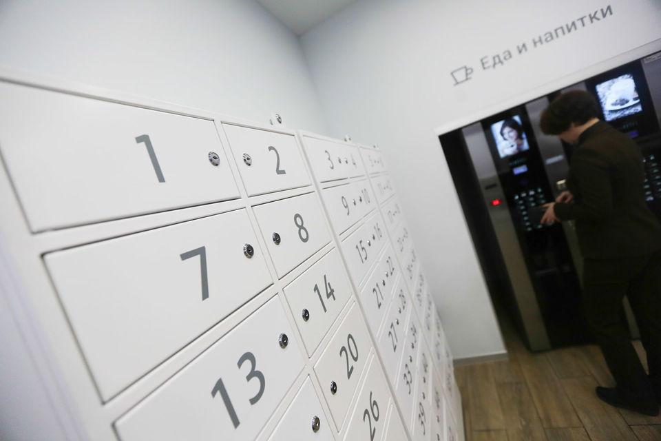 Cредний постамат на 52 ячейки, который принимает оплату и маркирует возвратные отправления, по данным Романовой, стоит 1 млн руб.