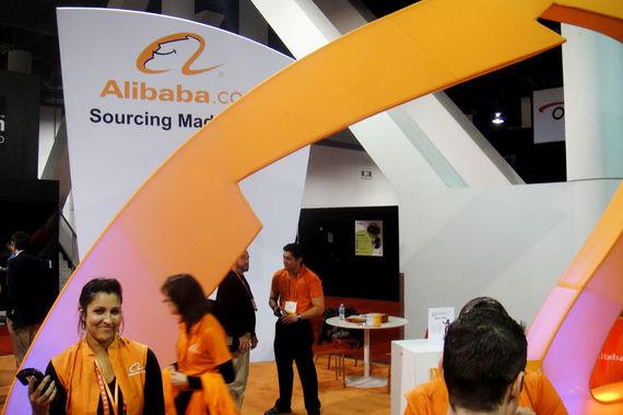Alibaba предложила инвесторам 13% акций. IPO китайского интернет-гиганта стало крупнейшим в 2014 г. и одним из крупнейших за все время существования бирж. Банки-андеррайтеры даже увеличили объем размещения, и после продажи дополнительных пакетов он вырос до $25 млрд c первоначальных $21,8 млрд