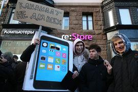 Apple постепенно наращивает долю российского рынка, снижая цены на старые модели помимо выхода новых, рассуждает гендиректор Telecom Daily Денис Кусков