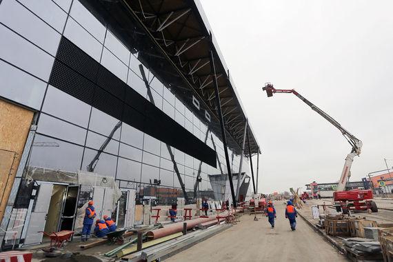 Сейчас в северной части «Шереметьево» идет большая стройка – к чемпионату мира по футболу 2018 г. аэропорт планирует открыть новый терминал B (на фото), подземный переход между терминалами и третий топливно-заправочный комплекс