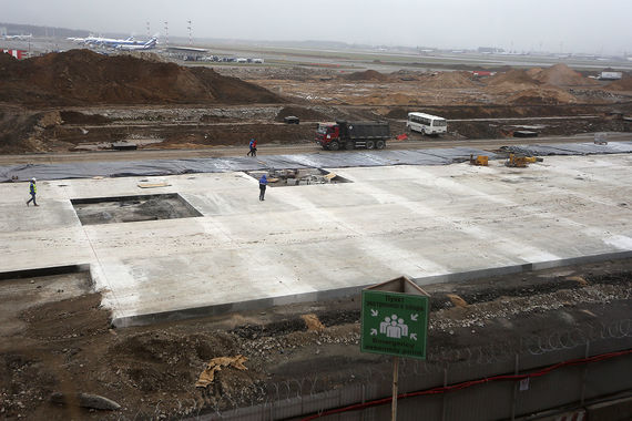 Сооружение перрона терминала B