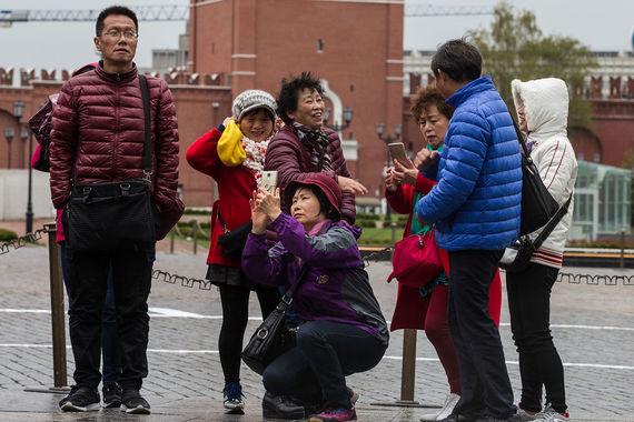 На третьем месте рейтинга расположилась Москва. «Мы ожидаем, что по итогам 2017 г. Москву посетят более 21 млн туристов, в том числе 4,5 млн иностранцев. Для сравнения, в 2016-м в столице побывали 19 млн путешественников. В целом с 2010 г. поток туристов вырос на 65%», - прокомментировала рейтинг заммэра Москвы Наталья Сергунина (цитата по «Интерфаксу»)