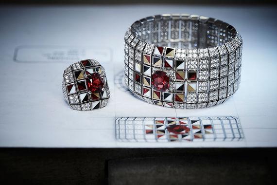 a2a898475598 Chanel создала первую коллекцию ювелирных украшений о России и для ...