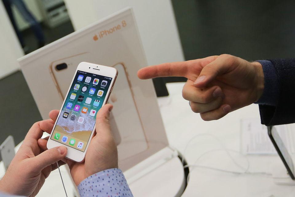 Смартфоны подешевели, что тут же привело к росту их продаж