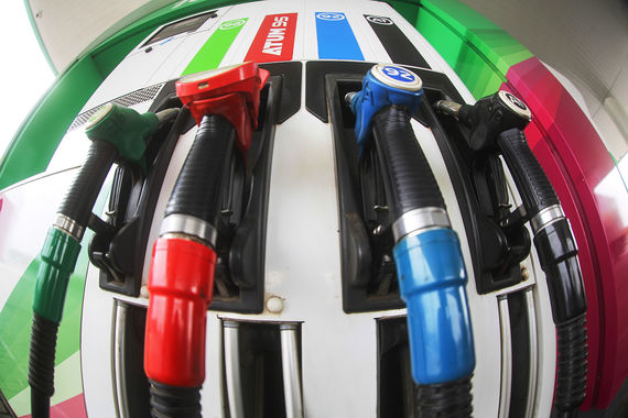 На российских АЗС подскочили цены на топливо