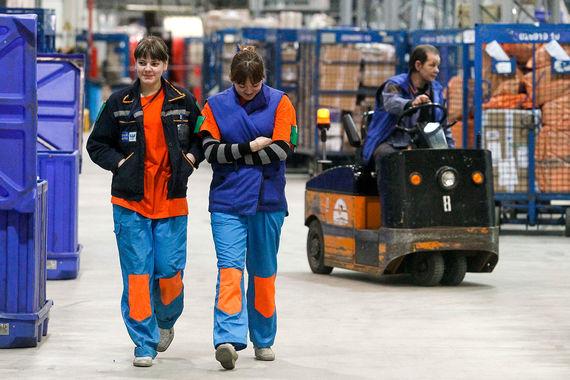 «Ведомости» рассчитали расходы на персонал в 55 крупнейших российских компаниях за 2012-2016 гг.    У «Почты России» оказалась наиболее высокая зарплатоемкость выручки (расходы на персонал составляют 60,8% выручки)