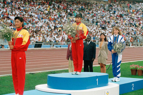 Елена Николаева завоевала серебряную медаль в составе Объединенной команды, уступив первой в истории женской ходьбы олимпийской чемпионке – китаянке Чэнь Юэлин всего 1 секунду