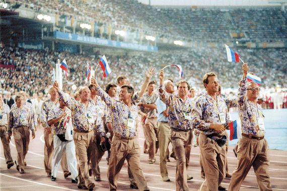 На церемонию открытия летней Олимпиады-92 в Барселоне спортсмены Объединенной команды вышли с флагами своих стран. На церемониях награждения представителей Объединенной команды в командных видах спорта поднимался Олимпийский флаг, в честь побед звучал Олимпийский гимн; в личных соревнованиях поднимался государственный флаг страны спортсмена, в честь побед звучал гимн его государства