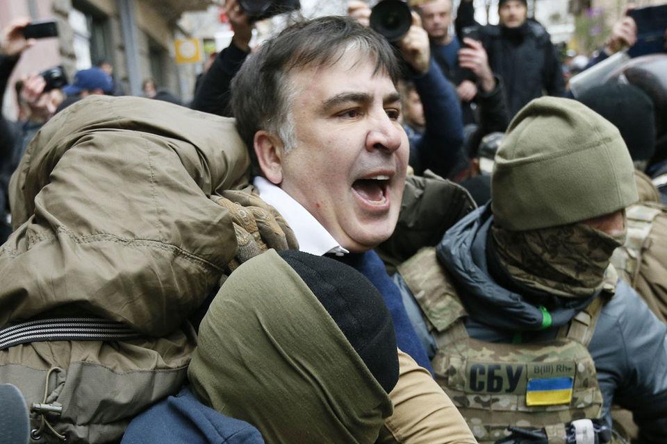 Об обысках в квартире Саакашвили во вторник утром сообщил соратник экс-президента Грузии Давид Сакварелидзе