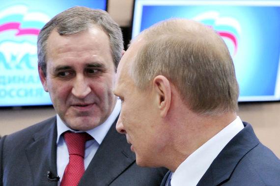 «Мы ждали это решение, и оно, конечно, нас вдохновляет на еще более интенсивную работу... Но в любом случае партия будет участвовать в выборной кампании президента, будь то выдвижение от партии или если будет принято президентом другое решение» – так руководитель фракции «Единая Россия» в Госдуме Сергей Неверов прокомментировал решение Путина баллотироваться на пост президента (цитата по «Интерфаксу»)
