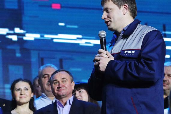 «Эта идея у каждого жителя нашей страны, поэтому я просто снял ее, можно сказать, с языка жителей нашей страны, и выразил, думаю, общее мнение... Абсолютно не было никаких сомнений (в положительном ответе), был абсолютно уверен, как и все присутствующие в этом зале, на 100%. Мы рады, и все присутствующие в этом зале поддержат президента», – заявил старший мастер участка завода ГАЗ в Нижнем Новгороде Артем Баранов. Именно он задал соответствующий вопрос Путину