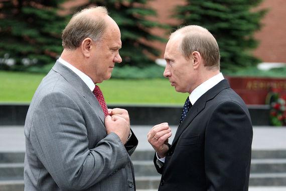 """«Путину сейчас нужно будет думать, что он скажет людям за шесть лет  своей работы: спад производства стал 8%, девять из 10  граждан продолжают нищать 36-й месяц подряд, обложили страну со всех  сторон санкциями, коррупция свирепствует... Пока я не вижу у Путина  образа будущего. То, что делает он во внешней политике – патриотическая  линия нам понятна и нами поддерживается, а внутри либеральная """"каша"""",  помноженная на """"антисоветчину"""" и """"русофобию"""", она может привести страну к  «инфаркту», – заявил лидер КПРФ Геннадий Зюганов (цитата по «Интерфаксу»)"""