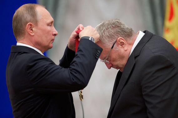 «Путину надо было бы еще дольше тянуть с заявлением и сделать его в  январе. А пока что он мог бы, например, сказать, что есть и другие  кандидаты, или намекнуть, что он сам вообще-то может и не пойти на  выборы. <...> Если говорить о том, как люди будут голосовать, то  за Путина те, кто сейчас живет хорошо, а за меня те, кто – плохо», – считает лидер ЛДПР Владимир Жириновский