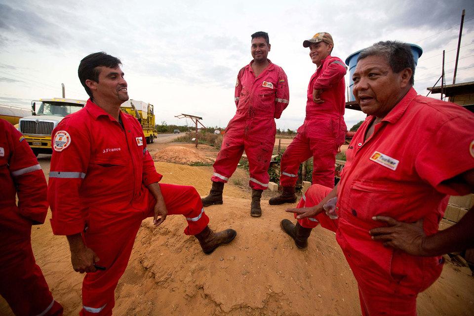 Венесуэльская нефтяная компания PDVSA пытается продолжать платить по облигациям, но поставщикам не платит уже годами
