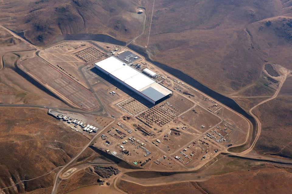 Самый яркий и известный пример взрывного роста в секторе литий-ионных  аккумуляторов – «гигафабрика» Tesla в Неваде стоимостью $5 млрд