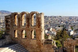По словам экспертов, сейчас в Афинах большое количество редевелоперских  проектов в работе, в том числе в процессе реконструкции находятся очень  старые здания в центре города