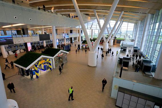 Площадь аэропорта – более 86 000 кв. м. Из них 50 000 занимает пассажирский терминал. Пропускная способность аэропорта – 5 млн пассажиров в год