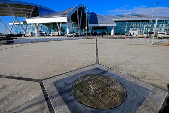 «Платов» будет самым дорогим в России аэропортом для авиакомпаний.   Например, тариф за взлет и посадку  будет в 1,6 раза больше, чем в  прежнем аэропорту Ростова-на-Дону
