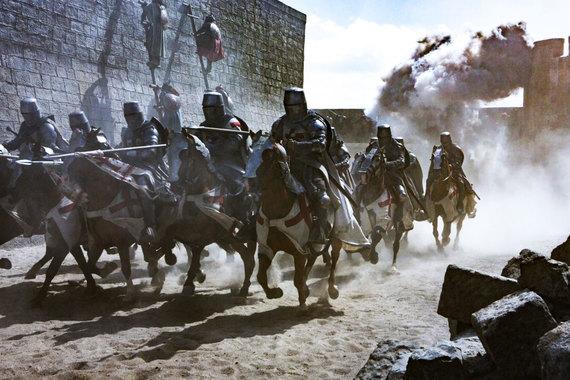 Почему в сериале «Падение ордена» рыцари выглядят глуповато