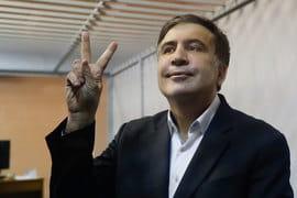 В зале суда лидер «Руха новых сил» и бывший президент Грузии заявил, что считает себя военнопленным