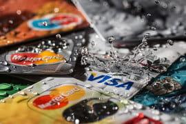 Банки поддерживают спрос на кредитки