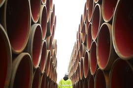 Прежде трубные компании активно наращивали мощности по выпуску этих труб, ориентируясь на масштабные стройки «Газпрома»