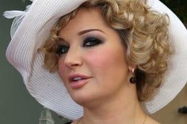 Вызвавшей наибольший интерес женщиной оказалась экс-депутат Госдумы певица Мария Максакова