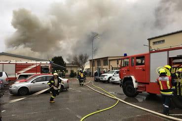 Взрыв привел к обширному пожару