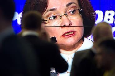 Председателю ЦБ Эльвире Набиуллиной придется взвесить все «за» и «против» сильного снижения ставки