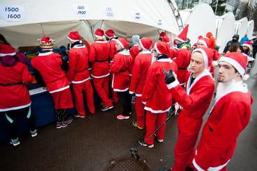 Волонтерство охватило даже Дедов Морозов, устроивших благотворительный забег