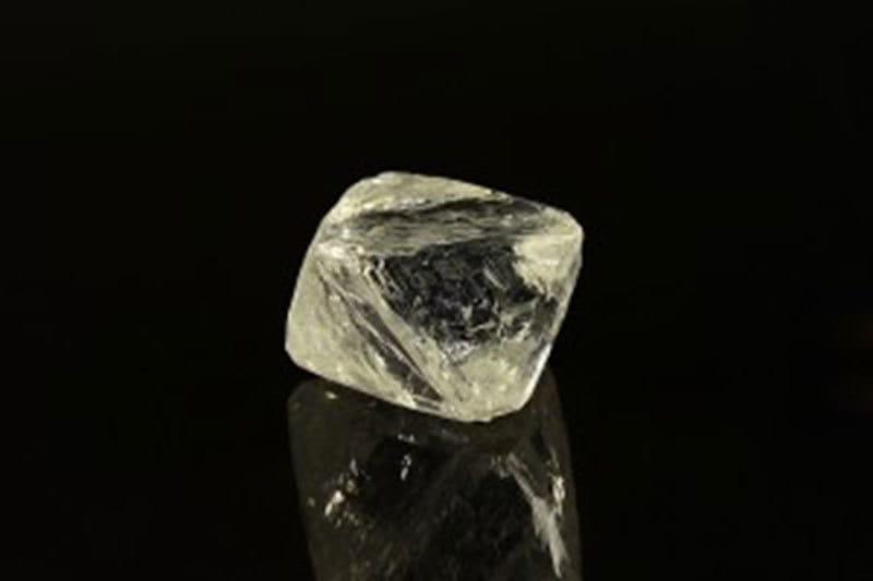 Алмаз ювелирного качества массой 98,63 карата