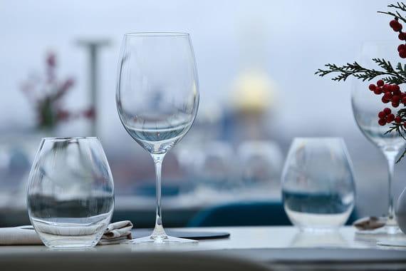 Многие вина в Twins Garden поставляют напрямую, поэтому наценка на большинство позиций минимальна. «У нас самое дешевое дорогое вино», - говорят Березуцкие