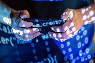 Развитие «мобильного» майнинга началось около полугода назад, когда в  официальных магазинах приложений не были запрещены программы  непосредственно для добычи криптовалют