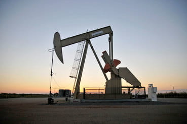 Эмиссия облигаций помогла увеличить активность бурения производителям сланцевой нефти в США, пишет Financial Times