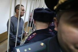 Суд постановил заключить экс-министра под стражу