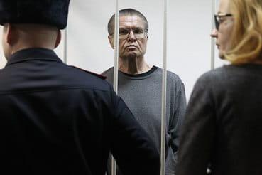 «Я вас поздравляю!»: первая реакция Улюкаева на приговор