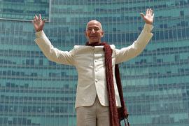 Список возглавляет основатель компании Amazon Джефф Безос