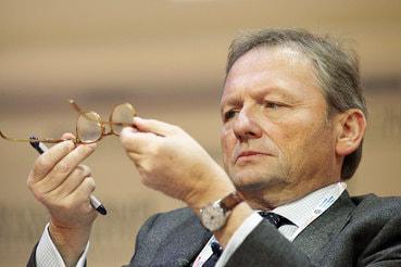 В  «Стратегии роста», с которой Титов идет на выборы президента,  есть предложение кадрово обновить судейский корпус