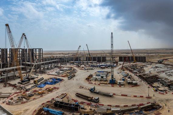 Оба полуфинала будут сыграны на стадионе «Эль Байт» (на фото) вместимостью 60 000 человек, который возводится в городе Эль-Хор