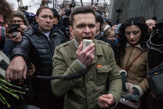 В ходе выступления Яшин заклеймил несменяемость власти  и коррупцию,  назвав президента Владимира Путина «главным политическим  коррупционером  в нашей стране»