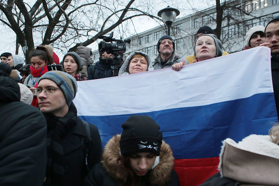 Председатель совета депутатов Красносельского района Москвы Илья Яшин  сегодня выступил перед собравшимися на организованную им акцию в Лермонтовском сквере Москвы