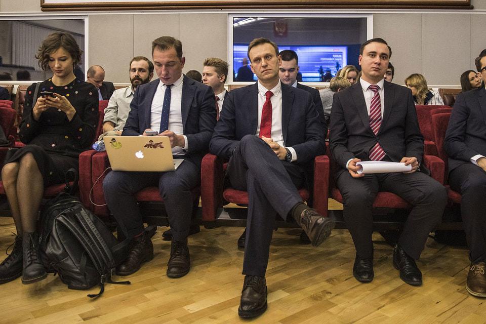 Навальный не допущен до выборов, но выкачивать из сторонников донаты не перестанет