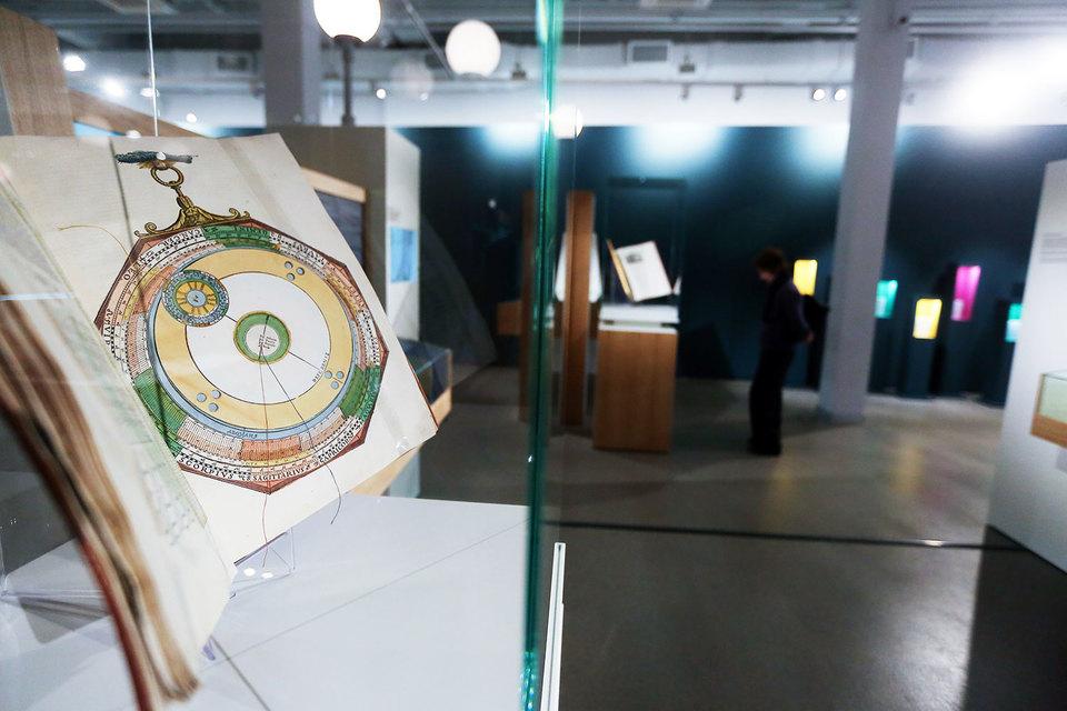 Выставка располагает к неспешному осмотру