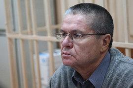 Улюкаев попросил смягчить условия домашнего ареста или отменить его
