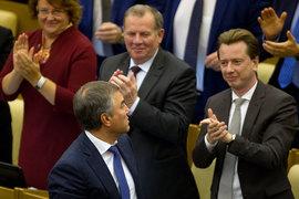 Идею Вячеслава Володина (в центре) депутаты горячо одобряют