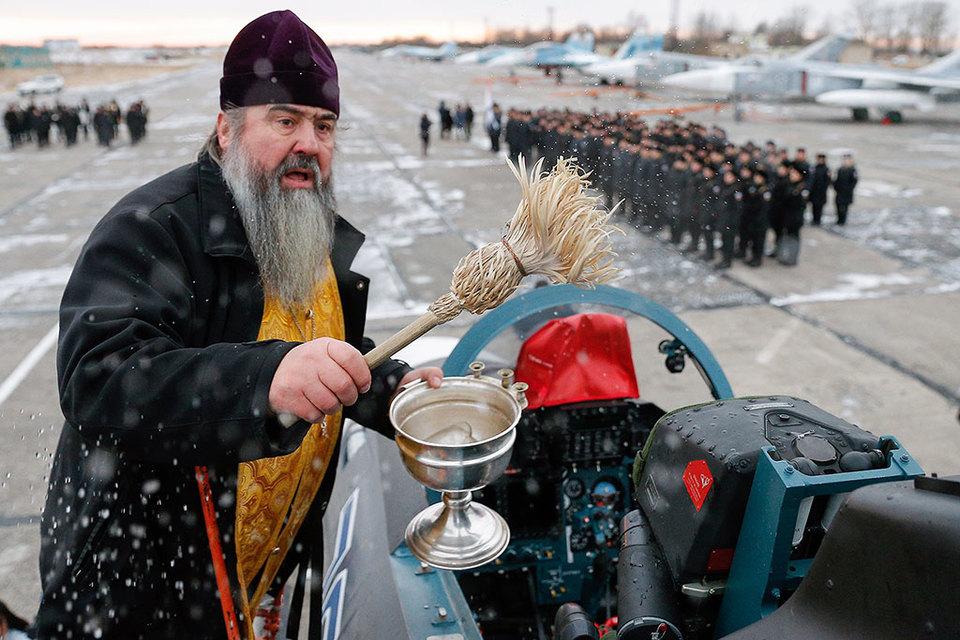 Освящение истребителя Су-30СМ на аэродроме города Черняховска