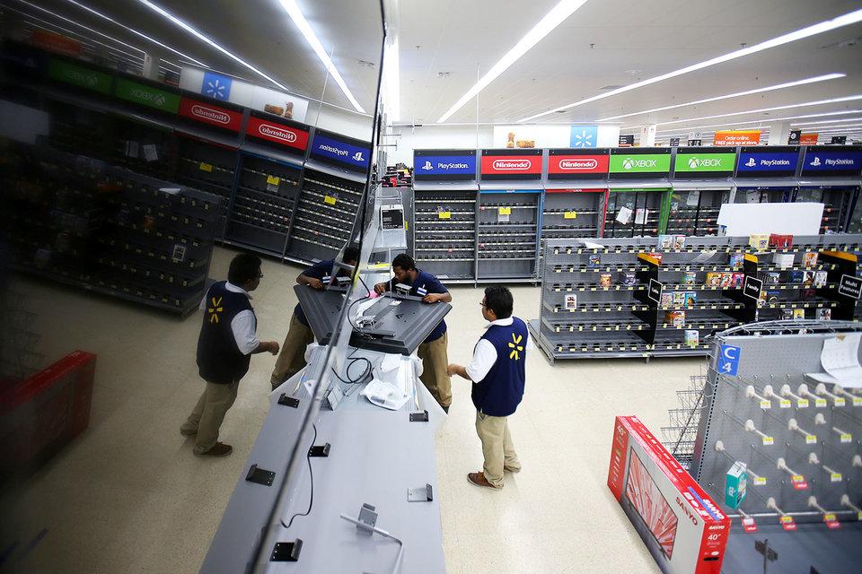 Walmart сокращает издержки
